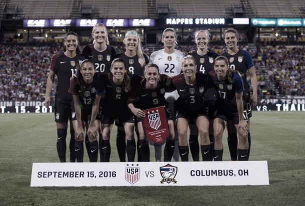 The USWNT right before a season match against Thailand. | Source: US Soccer