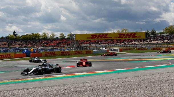 Ferrari detrás de Mercedes. Foto: Fórmula 1