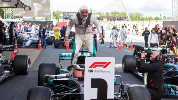 Hamilton celebra su victoria. Foto: Fórmula 1