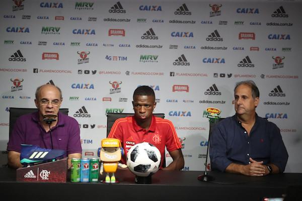 Bandeira de Mello, Vinicius e Noval na coletiva dessa segunda-feira (25) (Foto: Gilvan de Souza/ Flamengo)