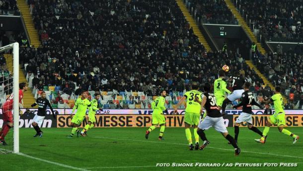 Duvàn Zapata ha sbagliato tante occasioni da gol. Fonte: www.facebook.com/UdineseCalcio1896