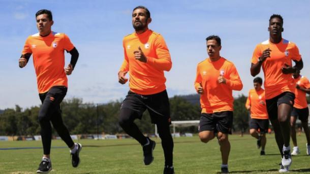 Andrés Péres, a sus 39 años, seguirá en Santa Fe por otro año y medio más. Imagen: Independiente Santa Fe.