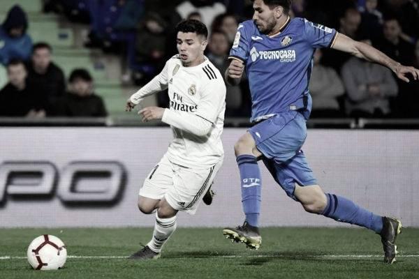 Brahim se marcha en velocidad del marcaje de su rival | Foto: Real Madrid