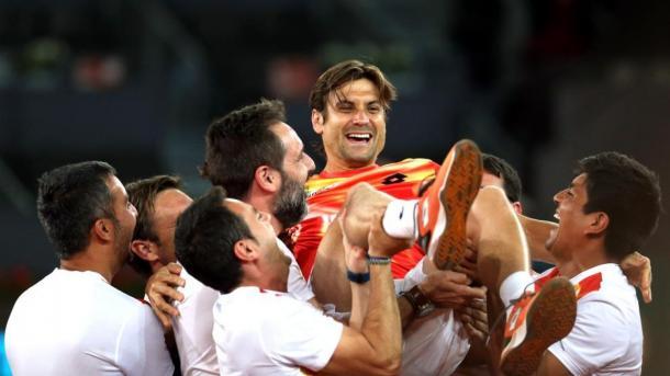 Un manteo merecido | Foto: Spanish News