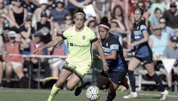 Solaun with the ball (left) in a season game. | Source: NWSL