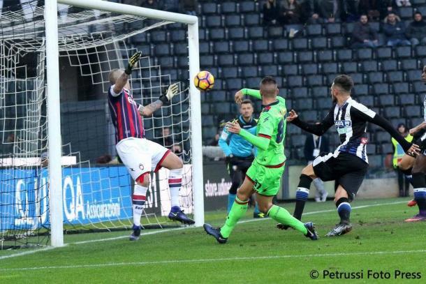 Thereau insacca un gol contro il Crotone. Fonte: www.facebook.com/UdineseCalcio1896