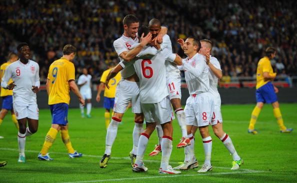 Momento de felicidade dentro dos campos: Caulker comemora seu gol pela Inglaterra em amistoso (Foto: Michael Regan / Getty Images)