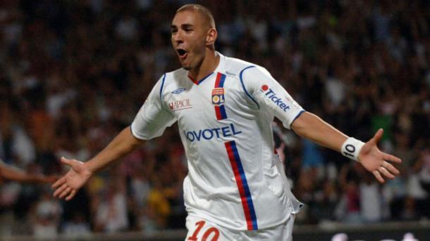 Karim Benzema celebra uno de sus primeros goles con el Lyon | Fuente: OL