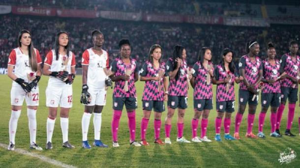 Las 'leonas' en su presentación oficial ante la afición 'cardenal' el pasado 8 de marzo. Imagen: Independiente Santa Fe.