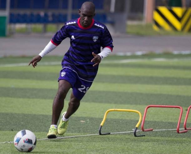 Cásseres regresó al fútbol criollo para vestir los colores del Metropolitanos / www.metropolitanosfc.com