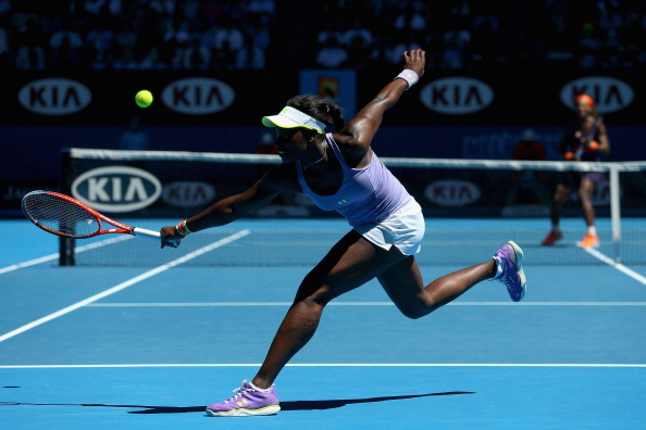 Stephens returns a backhand to Serena Williams during the quarterfinal match at the 2013 Australian Open. Photo credit : Julian Finney / Getty Images.