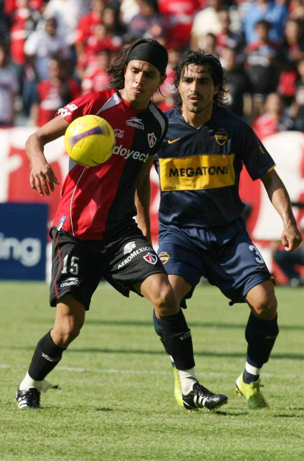 Gerardo Flores y Claudio Morel en un duelo de Libertadores. / Fuente: Atlas FC