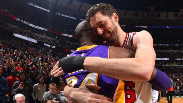 O último duelo entre Kobe e Gasol (Foto: Divulgação/NBA)