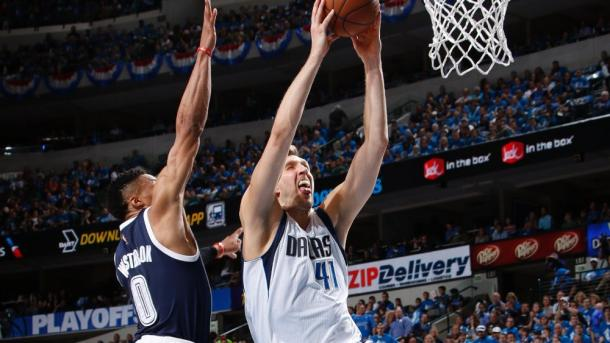 Russell Westbrook (left, #0) blocks a rare Dirk Nowitzki dunk | Photo: NBAE via Getty Images