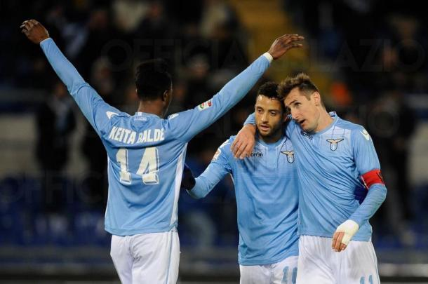 Klose celebra su segundo gol al Atalanta con Felipe Anderson y Keita | Foto: Lazio