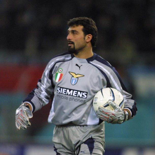 Peruzzi durante la temporada 2000/01, temporada en la que la Lazio defendía los títulos de liga y copa   Foto: laziounited.com