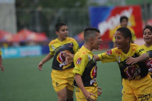 Itagüí sacó por penales a Candelaria Valle y sigue su sueño de conquistar el Pony Fútbol masculino. | Foto: Los Paisitas