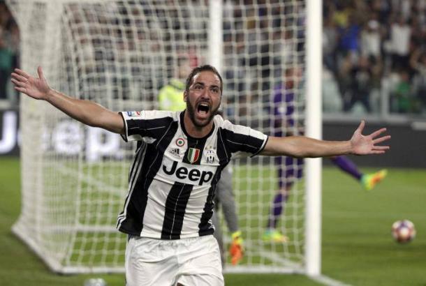 Higuain esulta: era il 20 agosto 2016, lui aveva appena siglato il definitivo 2-1 sulla Fiorentina.   ibtimes.com