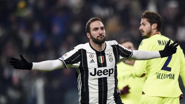 Gonzalo Higuain festeggia la rete del vantaggio bianconero sul Bologna.   eurosport.com