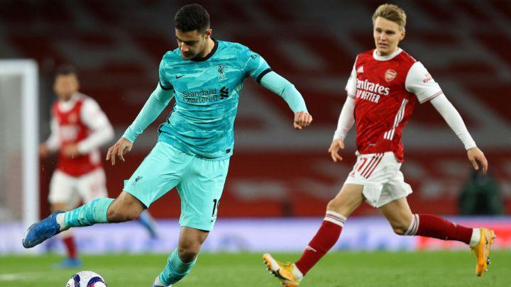 Ozan Kabak frente al Arsenal | Foto: Premier League