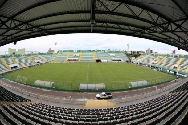 A Arena Condá viu grandes jogos e espera ser palco de mais emoções. (Foto: Marcio Cunha)