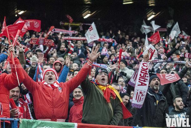 Afición rojiblanca cantando el Himno del Atlético de Madrid durante el 4-0 ante el Real Madrid