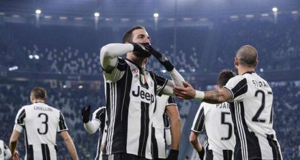 Gonzalo Higuain festeggia la sua prima rete realizzata al Bologna. | colpogobbo.net