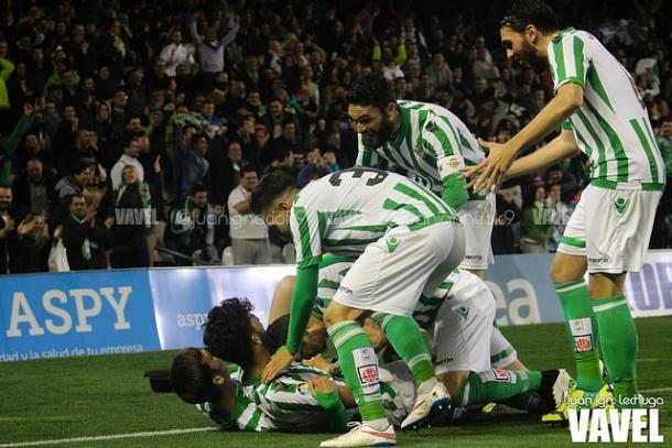 El Betis intentará romper la buena racha del Alavés en Mendi. Fuente: Juan Ignacio Lechuga (VAVEL)