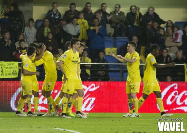 El Villarreal, celebrando uno de los goles en su victoria por 4-1 frente al Celta en la 14/15 | Foto: MªJosé Segovia (VAVEL,com)