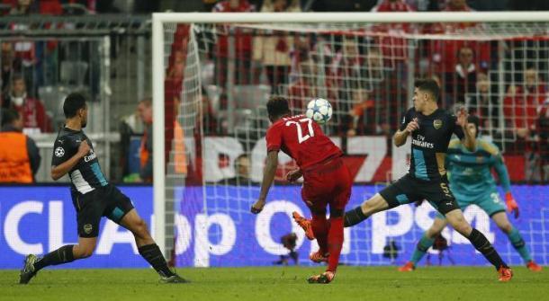 Alaba segna in uno dei confronti più recenti fra Bayern Monaco e Arsenal. | ibtimes.com