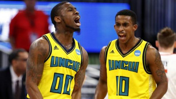 Mosley (l.) and Ingram (r.) combined to hit seven three-pointers in the first half/Photo: Wilfredo Lee/Associated Press