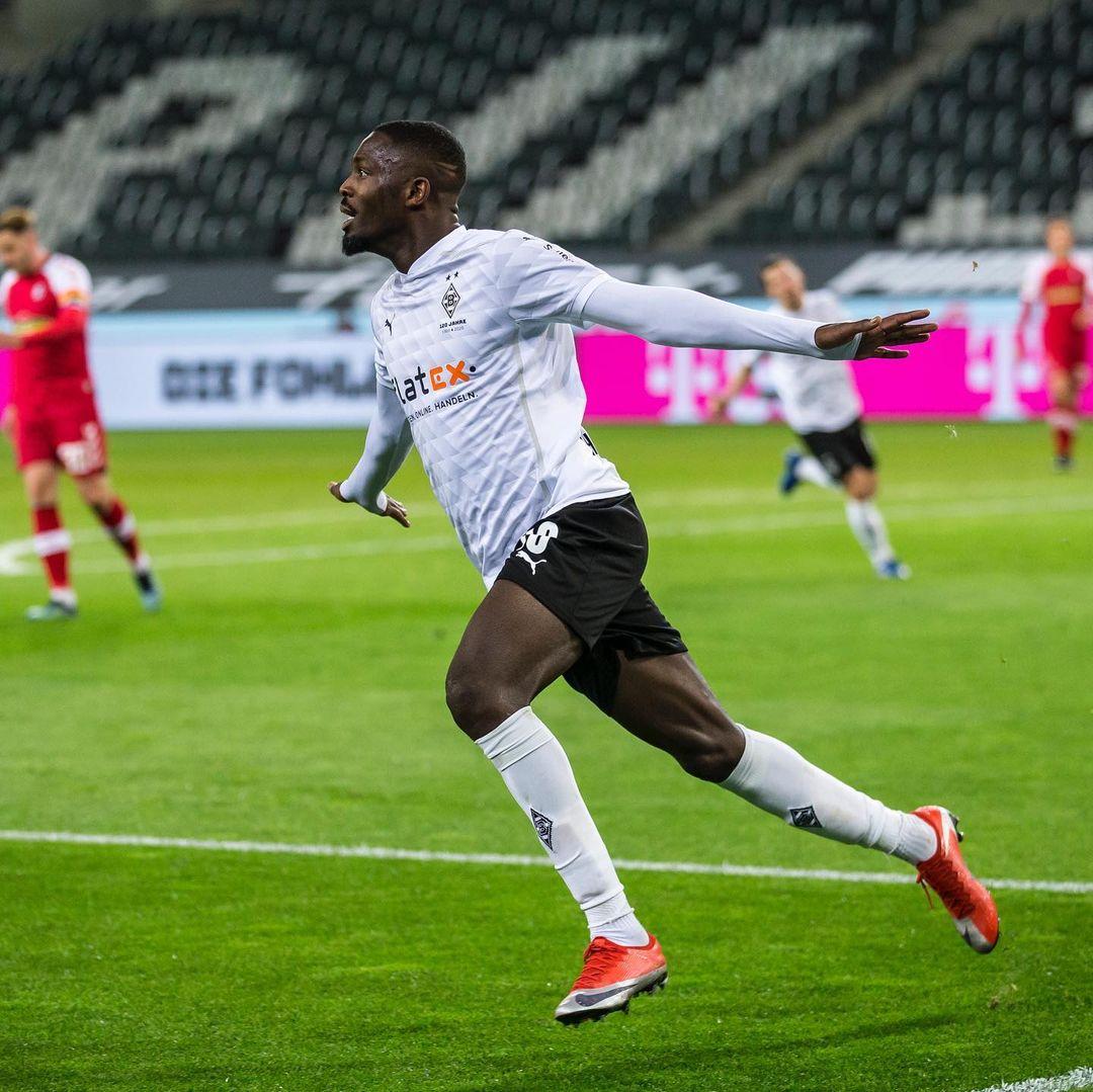 Marcus Thuram celebrando su segundo gol / Foto: @borussia