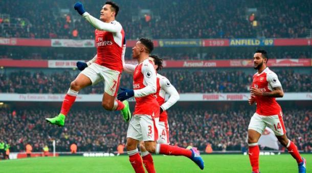 Alexis Sanchez esulta dopo una delle reti segnate contro l'Hull City. | tuttosport.com