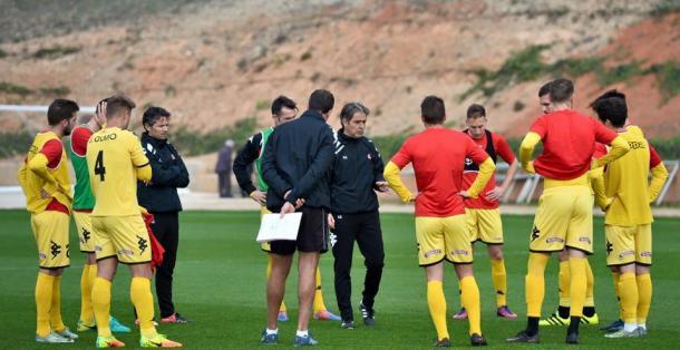 Natxo Gonzalez y los suyos han admitido el mal partido en Soria y quieren pasar pagina en Cadiz. (Foto: CF Reus)
