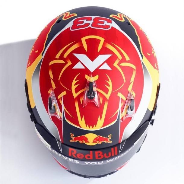 La calotta del nuovo casco di Verstappen