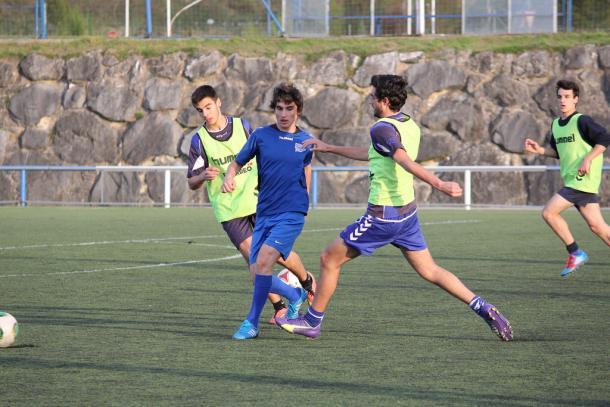 Jugadores del juvenil B del Deportivo Alavés, en un entrenamiento. Fuente: deportivoalaves.com