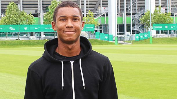 Uduokhai checks out his new surroundings. | Photo: VfL Wolfsburg.