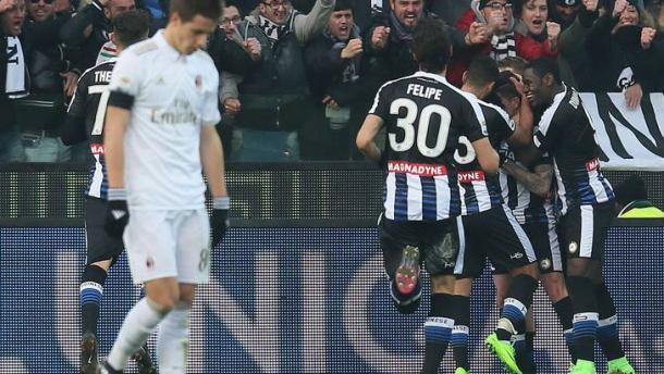 I calciatori dell'Udinese festeggiano per la rete di De Paul contro il Milan. | tuttosport.com