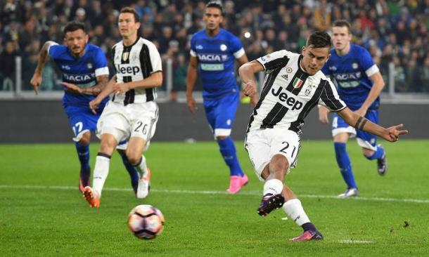 Dybala firma su rigore il 2-1 della Juventus sull'Udinese, all'andata. | calciomercato.com