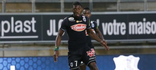 Toko-Ekambi disputando un encuentro con Angers, Fuente: Ligue 1