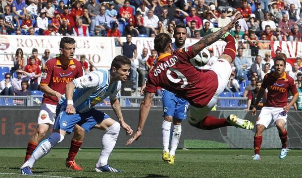L'ultimo confronto all'Olimpico tra le due squadre. Osvaldo prova la rovesciata. Fonte foto: ansa.it