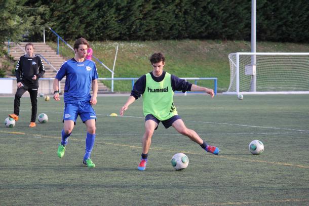 Jugadores del juvenil B del Deportivo Alavés, entrenando en Ibaia. Fuente: deportivoalaves.com