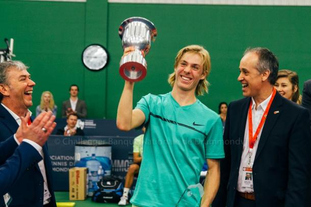 A beaming Denis Shapovalov hoists the National Bank Challenger Trophy after defeating Ruben Bemelmans in the final of the 2017 Drummondville National Bank Challenger. | Photo courtesy of the Drummondville National Bank Challenger