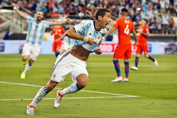 Di María comemorando seu gol contra o Chile (Foto: Brian Bahr/LatinContent/Getty Images)