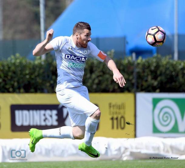 Heurtaux, capitano nel primo tempo dell'amichevole. Fonte: www.facebook.com/UdineseCalcio1896
