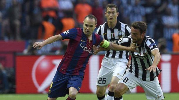 Marchisio contrasta Iniesta: era il 6 giugno 2015, il Barcellona vinse la Champions League battendo per 3-1 la Juventus in finale.   eurosport.com