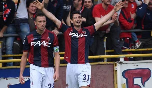 Dzemaili e Gastaldello festeggiano uno dei gol al Chievo.   quotidiano.net