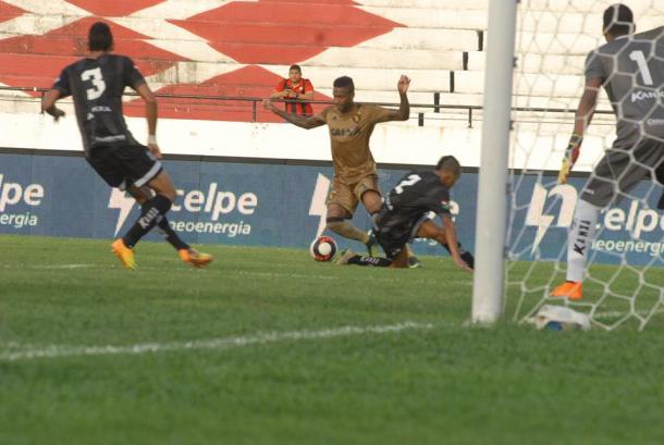 Times voltam mais ligados e marcam um gol cada (Foto: Genival Fernandes/Especial à VAVEL Brasil)