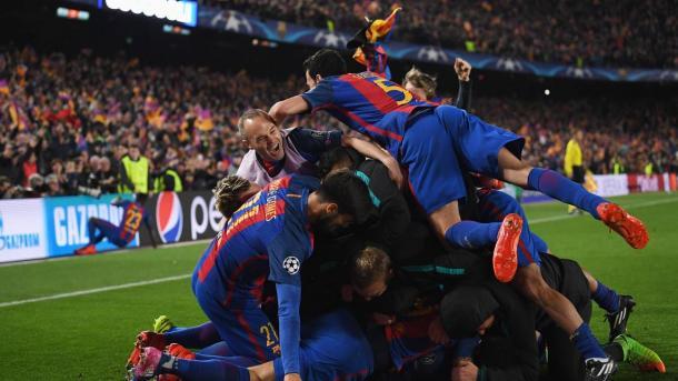 La pazza festa al Camp Nou dopo il 6-1 dei blaugrana al Paris Saint-Germain.   corrieredellosport.it