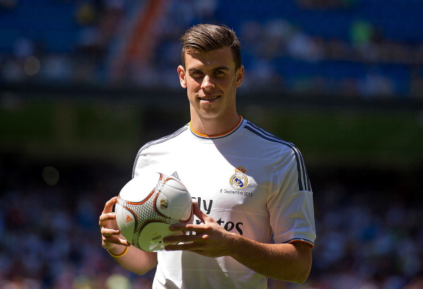 Gareth Bale is unveiled in a Real Madrid shirt for the first time | Photo: Denis Doyle (Getty Images)